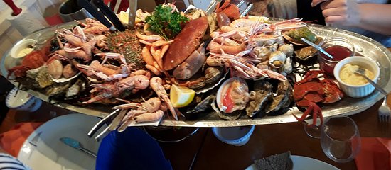 Riec-sur-Belon, France: Seafood platter