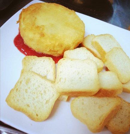 Queso frito con mermelada