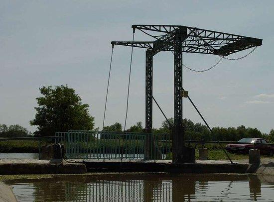 Pont-canal sur la Bourbince