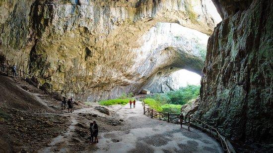 Devetaki, Bulgaria: Пещера Деветашка.