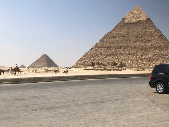 Cairo private guided day tour to Giza Pyramids and Sphinx: Giza