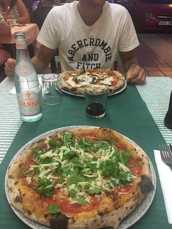 Ottima pizzeria vera napoletana!!!