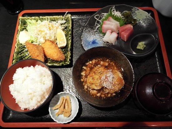 お昼の定食を食べました。