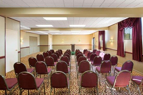 Days Inn by Wyndham Hillsborough: Meeting Room