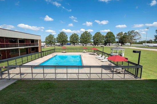 Kenly, NC: Pool