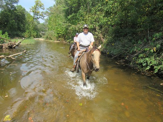 Bourbon, MO: Riding Gunsmoke down middle of the river.