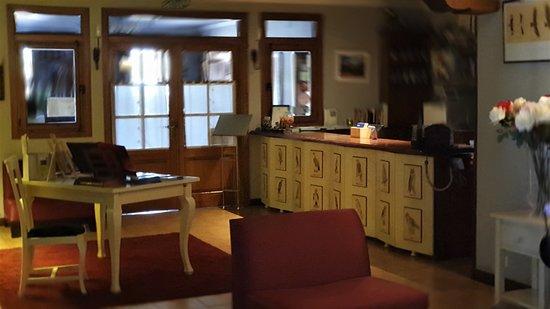 Bierge, Ισπανία: Accueil & Salon hôtel