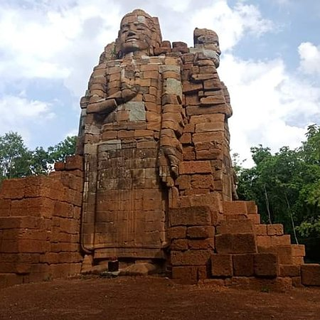 Krong Preah Vihear, Cambodia: Here is chak tomukh temple