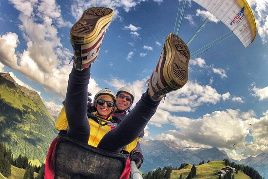 Paragliding Gstaad Switzerland