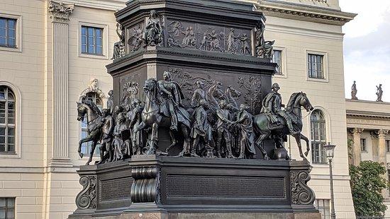 Reiterstandbild König Friedrich II von Preußen: Monument to Frederick the Great