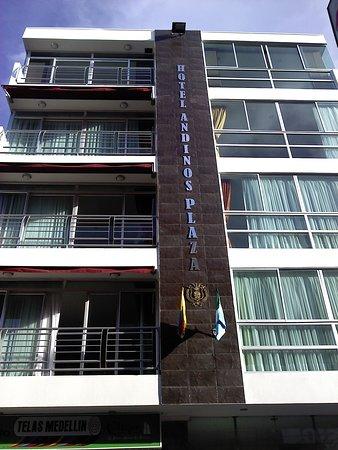 Hotel Andinos Plaza Pitalito, ubicado en el centro de la ciudad , cerca de todo, cuenta con lujosas habitaciones que cumplen con   las expectativas de exigencia y calidad