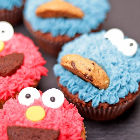 Take a Cake: Meet Elmo and the Cookie Monster -- featured in special sets for kids' parties.