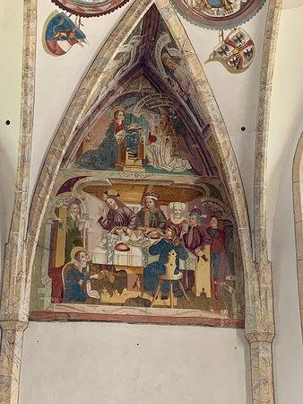 Villabassa, Italië: Da notare la cura dei dettagli nella scena di Maria Maddalena che lava i piedi a Cristo. Agosto 2019