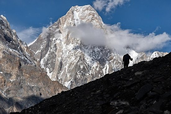 カラコルムトレック(8,000 mのベースキャンプ4つ)