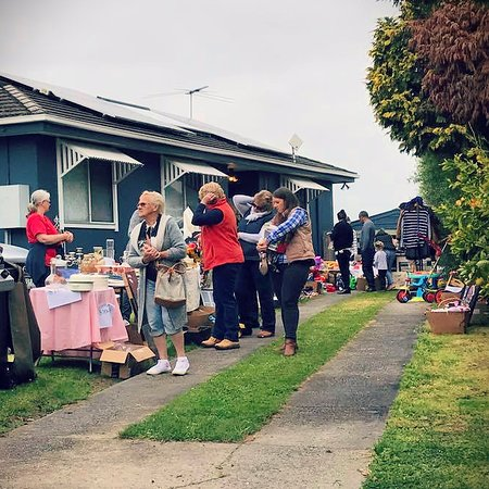 Poowong Pickers Festival - a town garage sale trail
