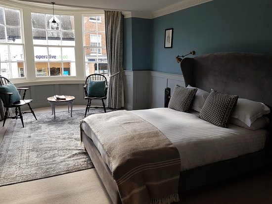 The George Townhouse: Room 3 with large bow window