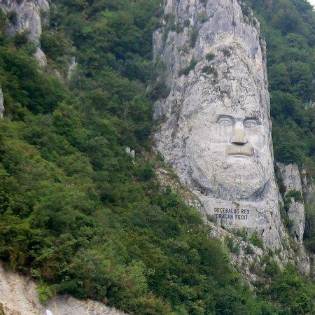Dubova, Rumunija: Drakerkönig Decebalus am Donauufer, Rumänien, beim Naturpark Eisernes Tor