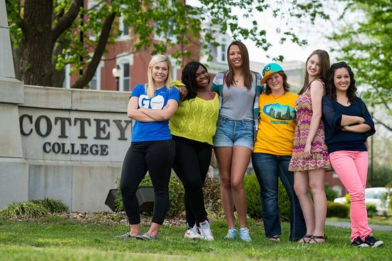 Nevada, MO: Cottey College Students