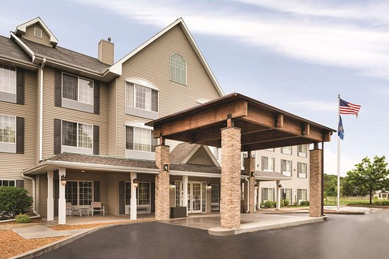 Country Inn & Suites by Radisson, West Bend, WI