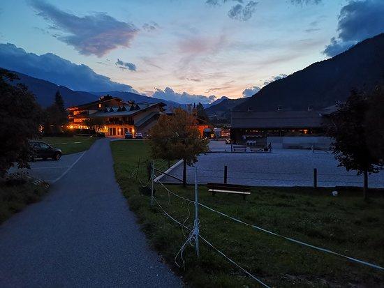 Wellnesshotel Gasthof Schoerhof: Schörhof mit dem da zugehörendem Pferdestall