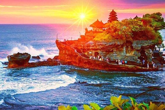 タナロットサンセットツアー、ディナーとタマンアユン寺院