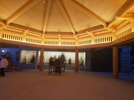 Suma-dera Temple Hakkakudo