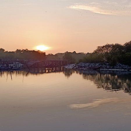 Sungai Besar, Malaysia: Jeti nelaya sg hj dorani..gambar di ambil ketika matahari terbik..rasa hilang stress ..