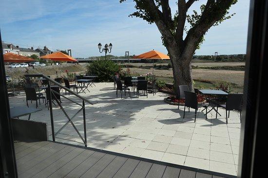 Varades, ฝรั่งเศส: L'agréable terrasse pour l'apéritif ou/et le café