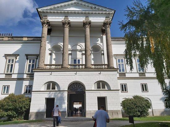 Topoľčianky, Slovensko: Vstup do kaštieľa