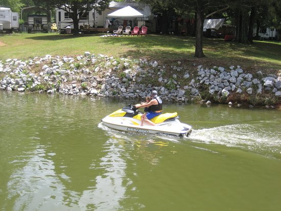 Riverside, AL: Watersports are a popular pastime