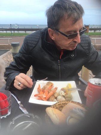 La Roche Derrien, Frankrijk: Seafood is amazing, again on excursion at Perros-Guirec