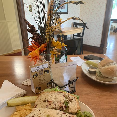 Lindstrom, MN: Cute and cozy restaurant in an historical home. The food was fantastic and the owner and employees were super welcoming and friendly. I lOVED my healthy flavorful lunch and would highly recommend Gustaf's!