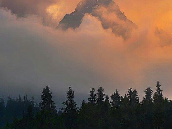 ایزگلو بانال سے تھالو زوم کا دلکش منظر۔ Attractive view of Thallo Zom Peak Thallo Zom Kumrat Valley Dir kohistan KPK Pakistan.