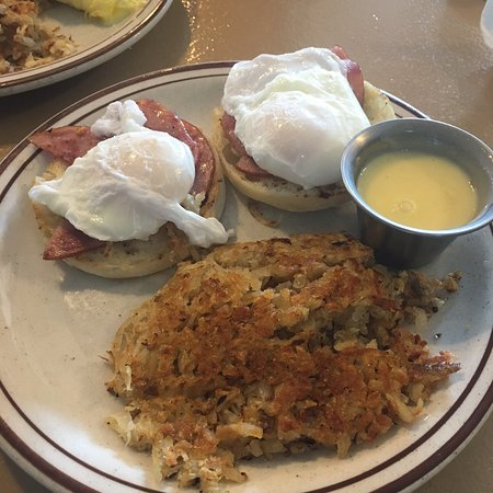 Cherokee Village, AR: Perfectly poached FRESH eggs and freshly made Hollandaise sauce.