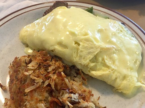 Cherokee Village, AR: You MUST try the Oscar Omelet with  filet mignon, lobster....