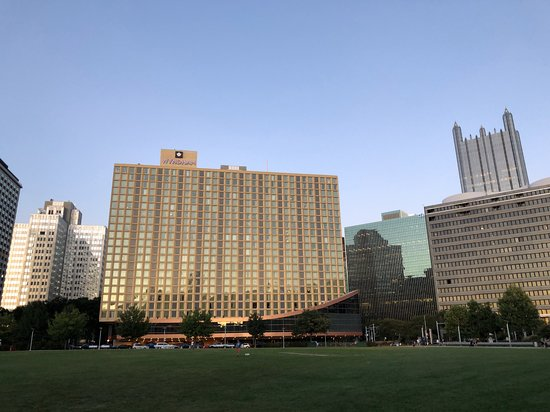 Wyndham Grand Pittsburgh Downtown: Hotel exterior from North Point Park