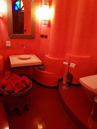 Dinarjat: toilettes de folies         le must de Rabat digne d'un grand hôtel voire mieux