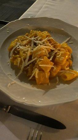 Mezze maniche alla zucca con ricotta salata