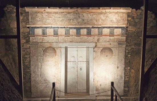 https://www.filippistours.gr/en/taxidi/7-day-grand-tour-of-greece-from-athens/ ***** Epidaurus - Nafplion - Mycenae - Olympia - Delphi - Meteora - Thessaloniki - Naoussa - Vergina... Tour of Classical Greece!