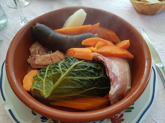 Pleyben, Fransa: Pothouarn Menez-Du (potée des montagnes noires) : lard, boudin noir légumes.