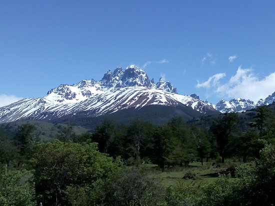 Reserva Nacional Cerro Castillo: Cerro Castillo with its nails and towers is one of the most impressive mountains in the heart of chilean Patagonia.