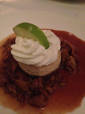 Cheesecake with apple and caramel sauce and pecans