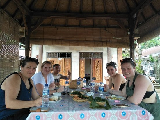Menyali, Indonesia: Lunch at the Gazebo