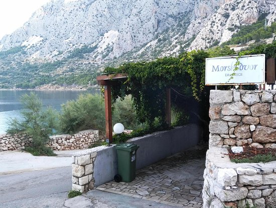 Drasnice, Croatie: Entrance to the outside seating