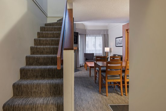 Queen Loft Mini Kitchen Murphy Bed Dining Living Room Upstairs Bedroom With A Queen Bed 2 X 50 Inch Flat Screen Tv S With A Balcony Picture Of Whistler Village Inn Suites Tripadvisor