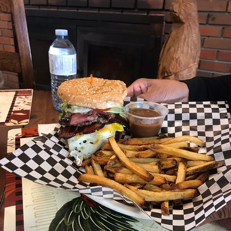 Pink Mountain, Canada: A fully loaded burger! Very yummy!!