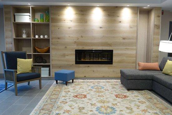 Country Inn & Suites by Radisson, La Crosse, WI: Lobby