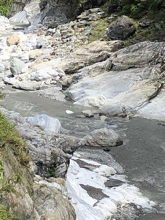 Baiyang waterfall trail