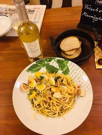 Spaghetti  ``VERACE ``mit Venusmuscheln in Weißwein  Knoblauchsugo