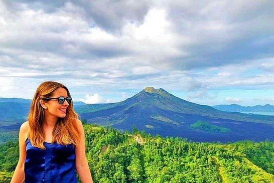 ウブド村とテグヌンガン滝のあるキンタマーニ火山ツアー